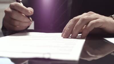 firmar contrato grande