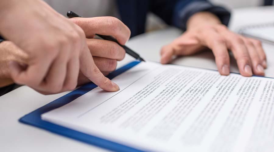 La cláusula de cobranza ayuda a evitar retrasos en el pago de deudas.