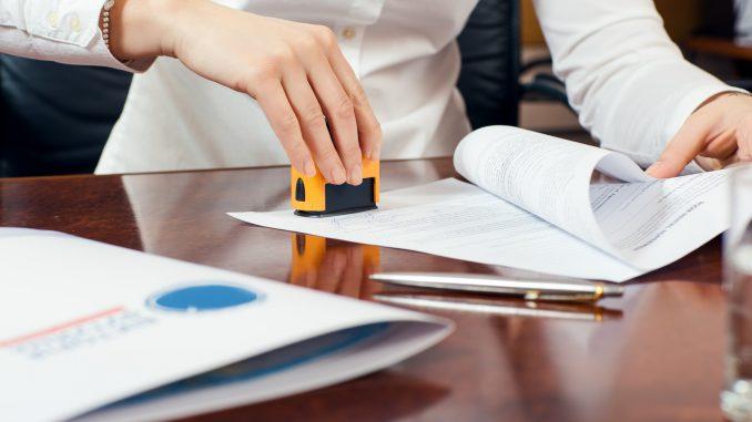 Facilita el reconocimiento de deuda con la firma del notario.