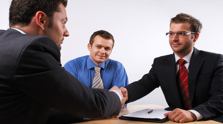 ¿En qué me debo fijar al firmar un contrato laboral?
